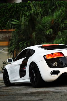 Awesome white Audi R8