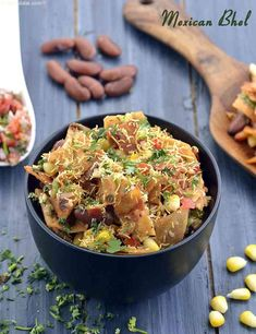 Mexican Bhel 👇Bhel, the ever-popular Mumbai roadside snack is so popular all over the world that it has managed to fire people's… Indian Appetizers, Indian Snacks, Mexican Food Recipes, Vegetarian Recipes, Cooking Recipes, Healthy Recipes, Indian Recipes, Quick Appetizers, Spanish Recipes
