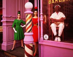 Antonia + Simone + Barber Shop, New York, Etats-Unis, 1961 William Klein