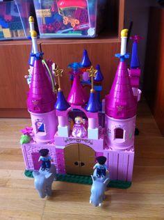 A Lego Duplo Princess Castle that I made for my boys using all the princess-pieces I've got.