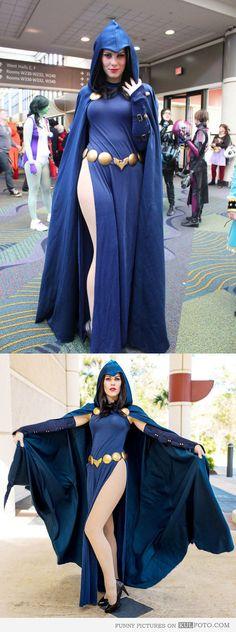 Raven superhero cosplay - Rachel Roth in blue cape.