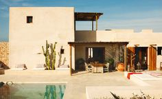 Located on the unspoiled Balearic island of Formentera, this magical and inspiring bohemian house belongs to the beautiful Spanish model Eugenia Silva. Bohemian House, Design Exterior, Interior And Exterior, Adobe Haus, Desert Homes, Balearic Islands, Outdoor Living, Outdoor Decor, Style At Home