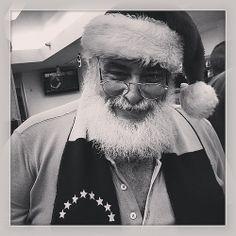 Nos encontramos a Santa y nos dijo que si lo necesitaban llamaran a Juan Márquez (0414) 288.7654   Flickr: Intercambio de fotos