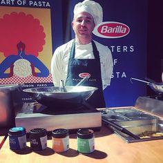 Barilla würzt heute besonders gut am Charity Event von Harley Davidson in Wien. Danke liebe Pasta-Profis! - - - #harleydavidson #barilla #barillapasta #tasteelements #wien #gewürze #pasta #kochen #würzen #food #foodlover #foodie #biker Pasta, Harley Davidson, Biker, Kitchen Contemporary, Thanks, Amor, Cooking, Noodles, Ranch Pasta
