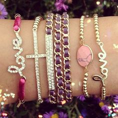 Bohemian Bracelets love my jewelry on when I leave the house Cute Jewelry, Diy Jewelry, Jewelry Box, Jewelry Watches, Jewelry Accessories, Fashion Accessories, Jewelry Making, Jewlery, Gold Jewellery