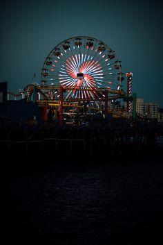 ferris wheel at night Carnival Lights, Amusement Park Rides, Carnival Rides, Night Aesthetic, Summer Aesthetic, Fun Fair, Vintage Carnival, Night Photography, Ciel