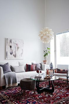 Law Office Decoration: 60 designs and photos - Home Fashion Trend Scandi Living Room, Oval Table, Red Rugs, House Floor Plans, Home Decor Bedroom, White Walls, Sweet Home, House Design, Interior Design