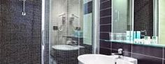 bahtroom with shower ih hotels roma z3