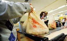 カリフォルニア州、レジ袋禁止法成立へ 全米初