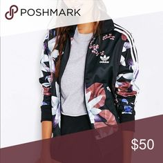 adidas Originals Lotus Print Track from Urban Outfitters. Shop more products from Urban Outfitters on Wanelo. New York Fashion, Runway Fashion, Fashion Models, Fashion Trends, Fashion Shoes, Urban Outfitters, Adidas Shoes Outfit, Adidas Jacket Outfit, Adidas Jumper