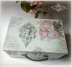 A caixa - tronco em cinzas - ornamentos, romântico rosas e relevos de pérola - Decoupage.