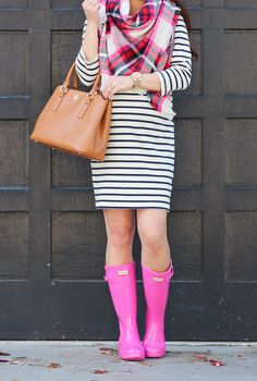 Stripes, Navy Vest and Pink Hunter Boots - Stylish Petite Pink Hunter Boots, Pink Rain Boots, Hunter Boots Outfit, Wellies Rain Boots, Hunter Rain Boots, Stylish Petite, Navy Vest, Boating Outfit, Winter Wear