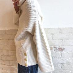 2017 winter import market /  程よいボリュームに、上品な金ボタンが気分の上がる一枚。 ニット(TICCA)¥29,000+tax #framework #fashion #baycrews #TICCA #knit #ootd #autumn#winter #importmarket #フレームワーク