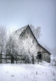10 Country Barns in Winter