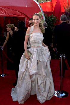 Uma Thurman in a Spring 1999 two piece taffetta design. 1999 Academy Awards.