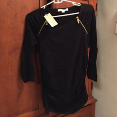 NWT Michael Kors zip-shoulder top NWT MICHAEL Michael Kors top with side ruching and gold zippers. High bateau neckline.  Pullover style.  Cotton/spandex. Machine wash.  Slim silhouette. MICHAEL Michael Kors Tops Tees - Long Sleeve