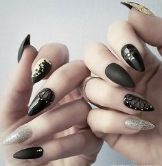 Almond shaped nails #perfect10customnails