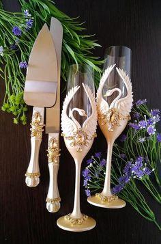 Swan Lake Wedding, Beige Wedding, Wedding Sets, Wedding Flutes, Wedding Glasses, Wedding Cake Cutting, Unity Candle, Newlywed Gifts, Crystal Decor