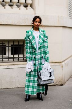Paris Street Style Snaps Part Deux (because im addicted) Fall Fashion Week, Spring Summer Fashion, Autumn Fashion, Cool Street Fashion, Street Style Women, Street Styles, Campaign Fashion, New York Fashion, Paris Fashion