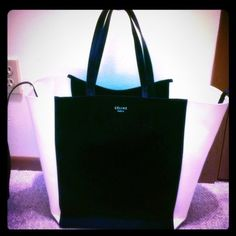 Celine Phantom extra large tote Black & White Celine great for work or traveling it's very big and spacious. Celine Bags Totes