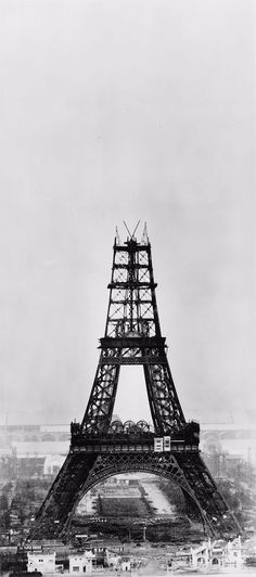 Eiffel Tower Under Construction: Amazing Historical Photos Show the Famous Tower Rising Above Paris ~ vintage everyday Famous Pictures, Old Pictures, Old Photos, Vintage Photos, New Orleans French Quarter, Famous Photography, Vintage Photography, Photos Black And White, Retro Vintage