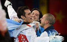 Londres 2012 | Crismanich ganó la medalla dorada en taekwondo al vencer a su rival español (Foto: Cadena3) | Leé la nota completa en http://www.pilarenlaweb.com.ar/2012/08/londres-2012-crismanich-gano-la-medalla.html