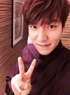 Lee Minho teasing photo from China All Korean Drama, Korean Drama Quotes, Handsome Actors, Handsome Boys, Lee Min Ho Kdrama, Lee Min Ho Photos, Kim Bum, Man Lee, Boys Over Flowers