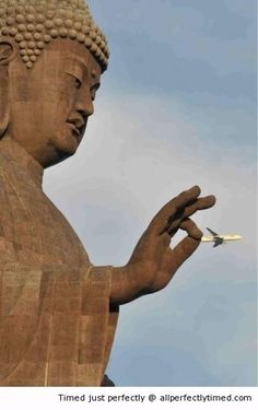 That plane is not going any where – It looks like the statue can pick out planes from the sky. You have wonder which airlines it thinks is the best or worst?