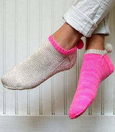 """Whit's Knits: Pom Pom Peds - The Purl Bee - Knitting Crochet Sewing Embroidery Crafts Patterns and Ideas! Nearly every free pattern at Purl Bee is a """"must knit""""! Purl Bee, Crochet Socks, Knitting Socks, Knit Crochet, Knit Socks, Craft Patterns, Knitting Patterns, Ravelry, Purl Soho"""