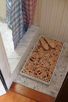 Pin for Later: 221 Upcycling Ideas That Will Blow Your Mind Wine Cork Bath Mat Fill a box with a ton of corks to use as a bath mat.  Source: Daily Danny