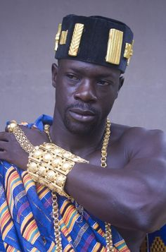 The Akan people reside in the southern regions of the former Gold Coast region in what is today the nation of Ghana. Akans who historically migrated from Ghana also make up a plurality of the populace in the Ivory Coast. African Tribes, African Diaspora, African Men, African History, African Beauty, African Fashion, We Are The World, People Of The World, Black Is Beautiful