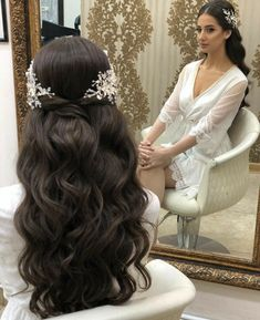 Hairs mariage mariagecoiffure coiffure chic and stylish wedding hairstyles for short hairs Curly Wedding Hair, Elegant Wedding Hair, Wedding Hairstyles With Veil, Boho Hairstyles, Wedding Hair And Makeup, Ponytail Hairstyles, Hairstyle Ideas, Hair Ideas, Bridesmaid Hairstyles