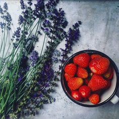 Ty jsi má, levandulová....🍓🎼 Strawberry, Fruit, Instagram Posts, Food, Meal, The Fruit, Essen, Strawberries, Hoods