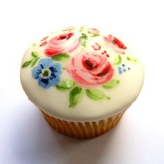 Pretty cupcake - almost too pretty to eat. I would want to slice off the top and preserve it. Except that frosting is just about my favourite thing in the world.