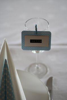 bordkort blå Flip Clock, Floating Nightstand, Cardmaking, Place Cards, Scrapbook, Invitations, Home Decor, Floating Headboard, Decoration Home