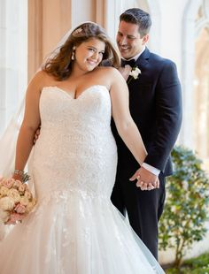Strakke trouwjurken blog - Weddings bruidsmode Rotterdam Plus Size Brides, Plus Size Wedding Gowns, Plus Size Gowns, Dress Plus Size, Stella York, Lace Wedding Dress, Fall Wedding Dresses, Bridal Dresses, Something Blue Bridal
