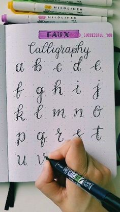 Faux calligraphy Convertible top Writing started in order to generate signs. Journal Fonts, Bullet Journal Writing, Bullet Journal Ideas Pages, Calligraphy Tutorial, Hand Lettering Tutorial, Creative Lettering, Lettering Styles, Decorative Lettering, Lettering Ideas