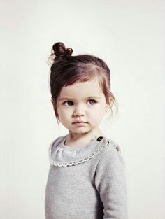 Zara Kids- I think Harper will look like this when she is older! Easy Hairstyles For Kids, Little Girl Hairstyles, Simple Hairstyles, Bun Hairstyles, Girl Haircuts, Toddler Haircuts, Girls Hairdos, Girls Updo, Style Hairstyle