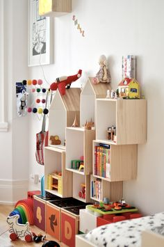 Stylish Children's room - Antoine and Leonor's kid´s room - Modular shelving Kid Toy Storage, Storage Ideas, Wall Storage, Shelving Ideas, Storage Cubes, Organization Ideas, Craft Storage, Storage Systems, Shelf Wall