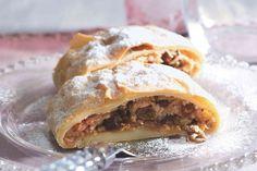Štrúdl z kavárny Savoy Czech Recipes, Ethnic Recipes, Bread Bar, Strudel, Something Sweet, Apple Pie, Lasagna, Tacos, Sweets