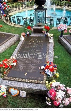 Image detail for -Burial Place of Elvis Presley at his Graceland Home Memphis Tennessee ...