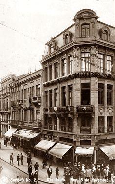Imagem da rua 15 de Novembro. Em destaque, o Palacete Bamberg, ficava na esquina com a Rua General Carneiro. Projetado por Carlos Eckman e inaugurado foi inaugurado 1909, mas não existe mais.