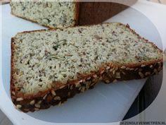 Heerlijk luchtig koolhydraatarm brood onder andere gemaakt van pompoenpitten, zonnebloempitten, hennepzaad, lijnzaad en amandelmeel. Past bij Broodbuik/LCHF