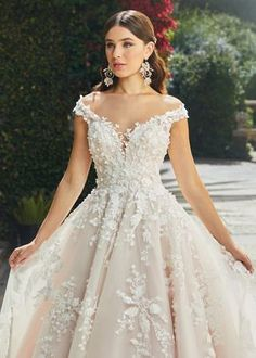 Off White Wedding Dresses, Cute Wedding Dress, Princess Wedding Dresses, Dream Wedding Dresses, Spring Wedding Dresses, Floral Wedding Gown, Most Beautiful Wedding Dresses, Garden Wedding Dresses, Champagne Lace Wedding Dress