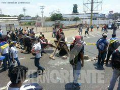 """19 de mar. de 2014 / """"El TSJ prohibió las barricadas en #Lechería, así le responden los estudiantes No a la sumisión ¿DESPIERTA CARACAS!"""""""
