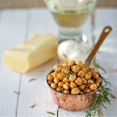 Rosemary-Parmesan Roasted Chickpeas: an addictive but waist-friendly snack for game day.