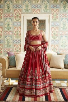 Everything you want to know about Anita Dongre lehenga Every bride wants to have Anita Dongre lehenga for their D-Day. From modern pastels lehengas to bright one, Anita Dongre amazed everyone by her collection. Indian Bridal Outfits, Indian Designer Outfits, Indian Dresses, Bridal Dresses, Wedding Dress, Pakistani Dresses, Anita Dongre, Pink Bridal Lehenga, Indian Bridal Lehenga