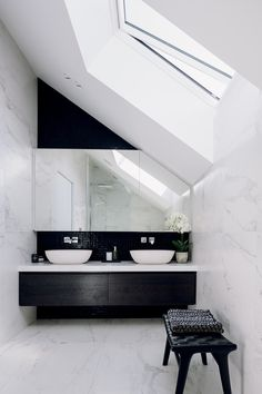 Like a well kept secret, a renovated bungalow hides a black steel and glass addition from the street. Wall Finishes, Bungalow, Wellness, Bloomsbury, Architecture, 1930s, Interior, Bathrooms, Texture