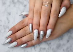White and silver marble nails   http://uino.indiedays.com/2014/12/04/marbel-nails/