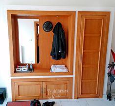 Botník s šatní stěnou, zrcadlem a skříní. Bukové dřevo v kombinaci s dřevotřískou dýhovanou bukovou dýhou, nástřik mořidlem a transparentním lakem. #buk #drevo #masiv #botnik #vesakova #stena #satna #chodba #bydleni #lak #zrcadlo #skrin Lak, Entryway, Furniture, Home Decor, Entrance, Decoration Home, Room Decor, Door Entry, Mudroom